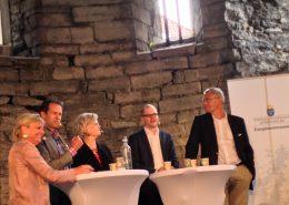 Eva Hamilton, moderator, Svante Axelsson, Svenska Naturskyddsföreningen, Carola Lemne, Svenskt Näringsliv, Jakob Eliasson, VIllaägarnas Riksförnund och Magnus Hall, Vattenfall, diskuterade energiuppgörelsen på Energikommissionens seminarium i Almedalen den 6 juli.